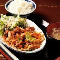 ■ランチ■ ご飯・スープ・サラダが付いた定食はコスパ抜群◎