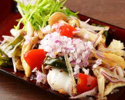 有機野菜を使ったポキなど厳選素材で作るハワイの料理をご用意