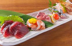 鮮度抜群、市場直送、直接買い付けのおまかせ鮮魚5点盛り