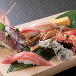 鮮度抜群な魚介類を握りでたっぷりご堪能いただけます。