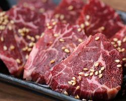 お肉はお店でカットするので鮮度抜群!多彩なお肉を皆様でどうぞ