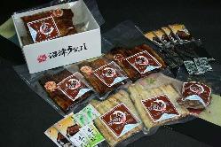 鰻の蒲焼を真空パック。お土産や贈答品にご利用ください。
