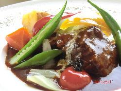 お肉は国産豚や地鶏を多く使用。