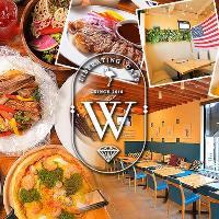 肉料理やピザ、パスタなど人気料理が味わえる飲み放題付コース