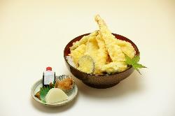 新鮮な魚介を使った天丼もぜひ♪海老や穴子丼もございます。