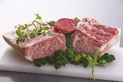 併設された精肉店で厳選肉をお土産に買うことも可能。