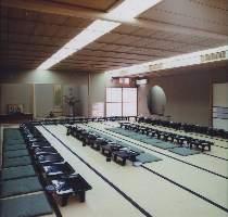 大人数が収容可能なお座敷席あり。大宴会などに。