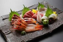 新鮮なお魚のお造り!日々のおススメを盛り合わせで♪