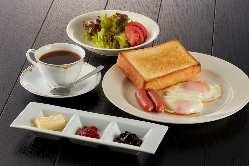 老舗ホテル喫茶室が届ける、リッチな朝食の楽しみ