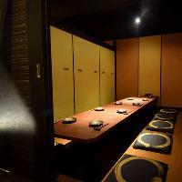 ゆったり寛げるテーブル席♪開放的な窓際のお席が人気です。