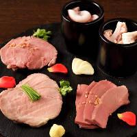 ヒレ、ガツ、タン、ハツ、コブクロを独自の低温調理で肉刺しに!