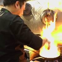 【料理】 厳選素材を使い経験豊富な料理長が腕を振るいます
