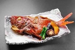 秋の味覚代表の「松茸の天ぷら」980円(税抜)も安価でご提供