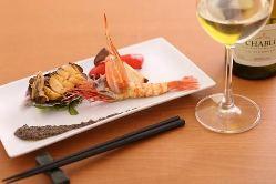 黒毛和牛の他にも、新鮮な魚介や旬の野菜も鉄板焼きでどうぞ。
