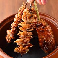 【秘伝のタレ】 継ぎ足し使い続ける肉の旨味が染み出たタレは絶品