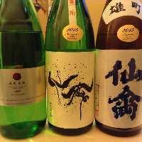 豊富な種類の日本酒と取り揃え。美味しい料理とご一緒にどうぞ。