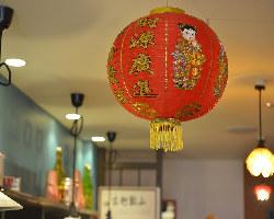 華やかな台湾夜市を思わせる空間で、今宵も乾杯モードに♪