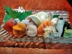 柳橋市場から直接仕入れた新鮮な食材を使用しております。