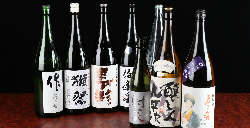 飲み放題では日本酒をご自身でお注ぎいただけるセルフ飲み放題!