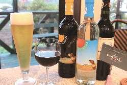 赤ワイン、白ワインなど多彩な種類のワインを取り揃え。