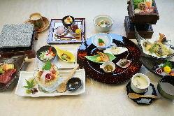 各種宴会コース…3,500円(税抜)〜 ・飲み放題プランもあります
