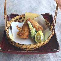 全国各地から集めた多彩な日本酒は、お料理の味わいを深めます