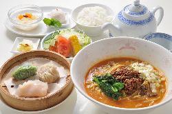 【ランチ】6種から選べるランチ。麺や点心もお楽しみください。