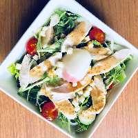 TORI-YAサラダ ~鶏むね肉と温玉のせ~