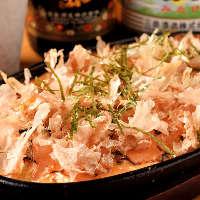 明太子、鰹節、チーズの3種類。ホクホクたっぷりの山芋鉄板焼き