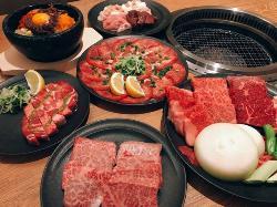 たっぷりと10品のお料理がたのしめるコースは3,500円(税抜)