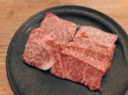 まろやかな味わいの愛知県産みかわ牛を使用。美しいサシを堪能