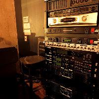 1階2階それぞれのフロアに本格的な音響設備をご用意しております