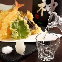 カラッと揚げた野菜やエビの天ぷらには相性抜群の日本酒をどうぞ