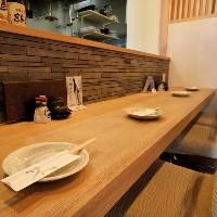 腰を据えてゆっくりとお食事とお酒を楽しめる雰囲気が魅力の店内