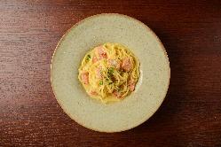 手作りの生パスタはもちもちの食感!ぜひご賞味ください。