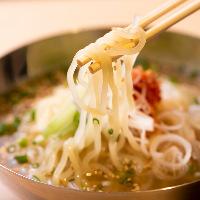 チュルうま!盛岡の麺を使用し、喉越し抜群の大人気冷麺!