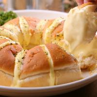 『チーズちぎりパン』はとろっとろの甘いチーズで女性に大人気♪