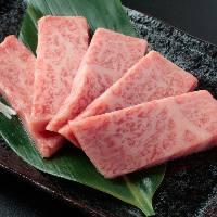 【飛騨牛上カルビ 980円】噛むと口の中に広がる極上の旨味!