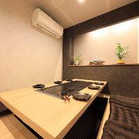 掘りごたつ座敷やテーブル席の完全個室も完備。