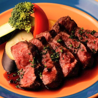 うまみが凝縮された真空・低温調理の肉料理