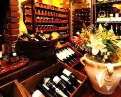 フランスのボルドーワインを主に 各国のワインを取り揃えました