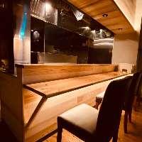 調理場が見れるカウンター席は人気!おひとり様・デートにも最適