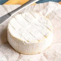 チーズナンには、こだわりのオリジナルミックスチーズを使用。