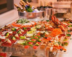 新鮮魚介を盛り込んだ当店自慢の「立食・ブッフェプラン」