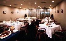 本館3階レストラン 4階は中宴会場&2個室