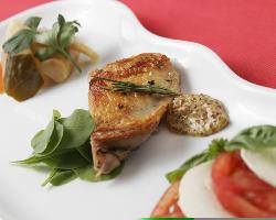 旬の素材をつかったコース料理、2 種類をご用意しております。