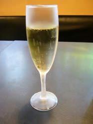 乾杯に華やかな 【スパークリングワイン】。