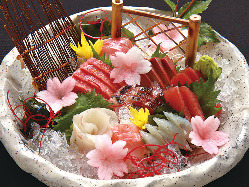 新鮮な魚や、旬の野菜を使用しており、贅沢な一品です。