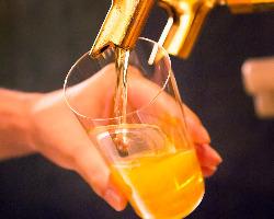 ビールは薄張りグラスでご提供。滑らかな口当たり。