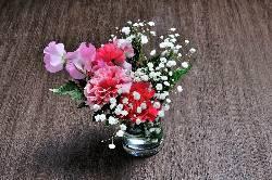 お顔合わせや記念日にも是非。お花やメッセージプレートも。